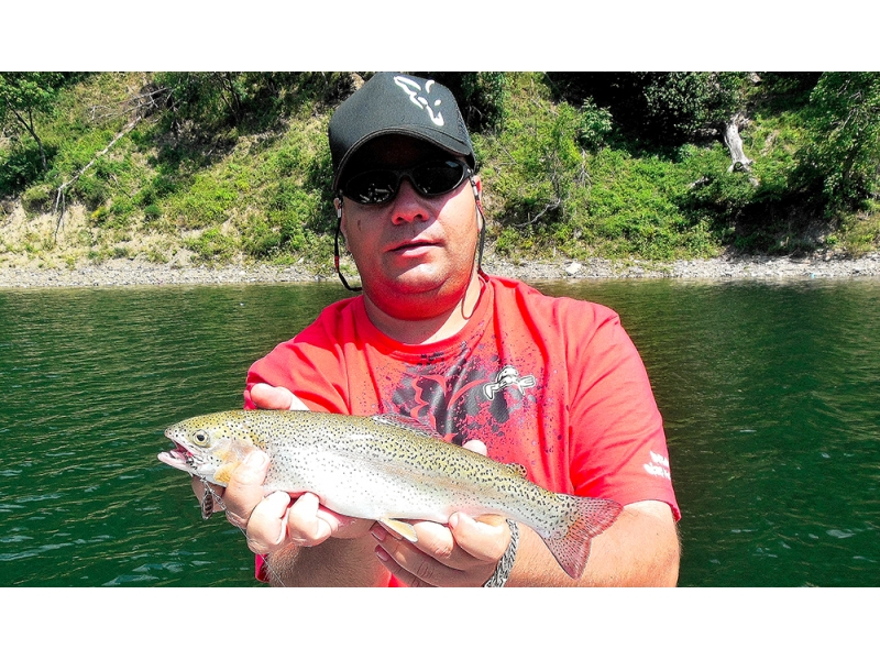 Pescuit la clean si pastrav pe lacul Bradisor - Introducere la Pontoon21